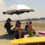 孫とサーフィンに